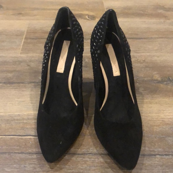 Block heeled suede pointy toe shoes
